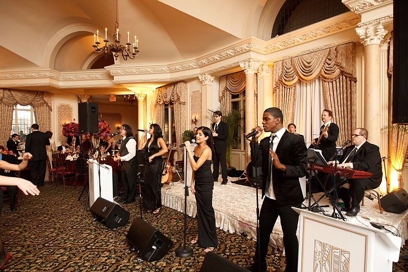 wedding_entertainment_should_you_have_band_or_deejay
