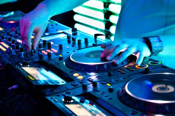 How To Consistently Earn Over N200,000 Playing As A Dj In Nigeria