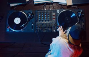 5 Bad Habits That Experienced DJs Grow Out Of