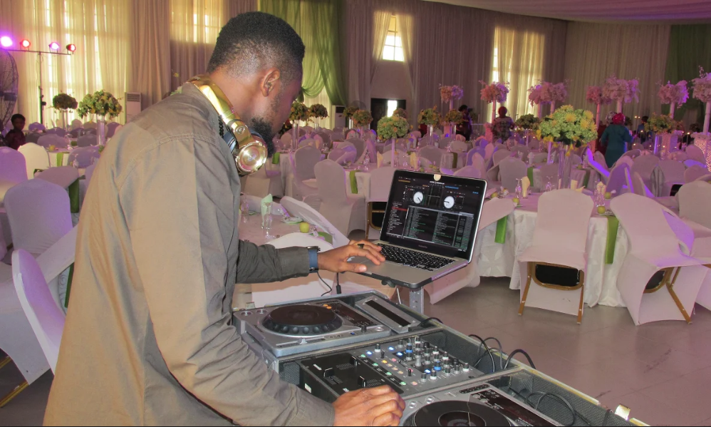 Book DJ Naets
