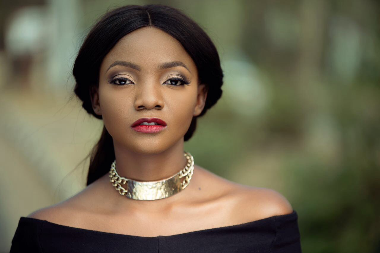 See How Simi Replied Troll Who Says Ayra Start has Out-shined Her